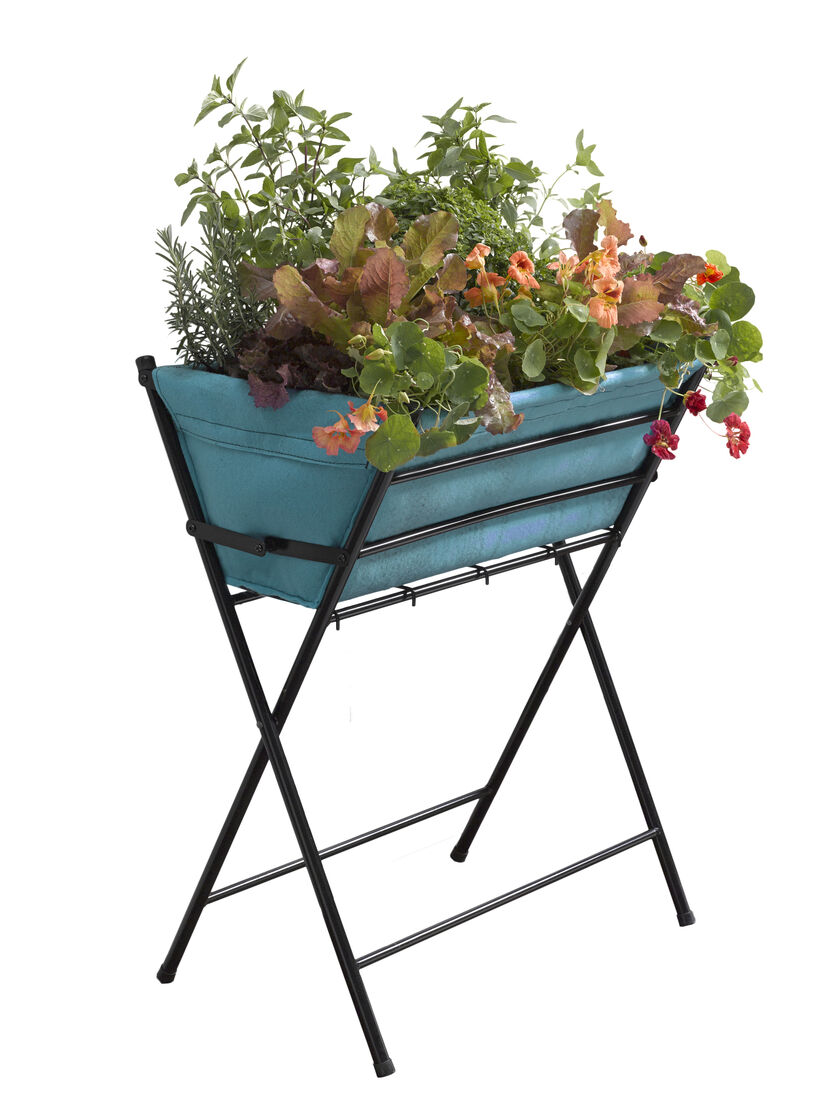 Vegtrug elevated planter for small spaces gardener 39 s supply for Gardeners supply planters