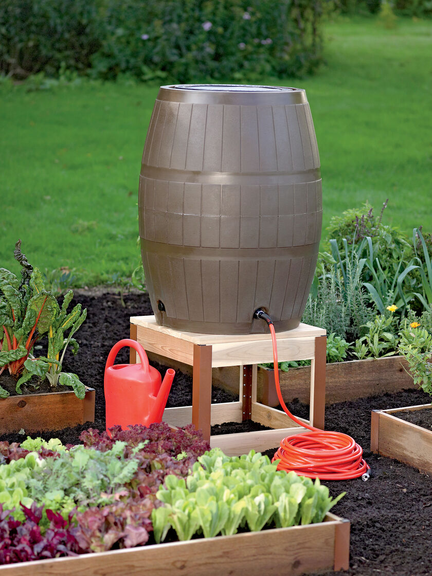 Rain barrel stand in cedar gardener 39 s supply for How to water a garden