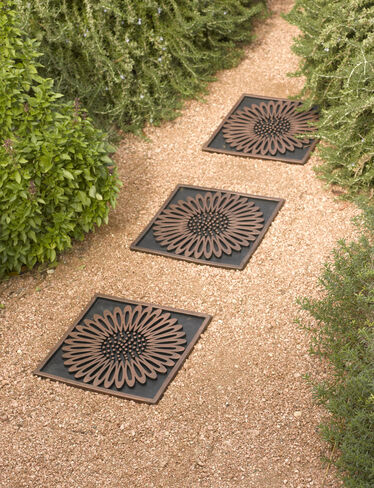 Recycled Rubber Paver Daisy Stepping Stone Gardener S